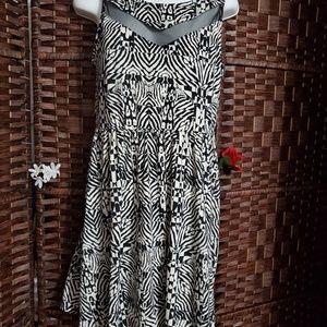 Xhilaration Dresses - Dress very nice color black and white